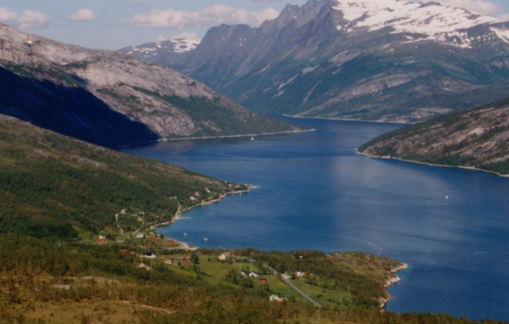 Mørsvikfjorden, Skveiren in the foreground